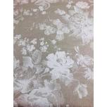 Prinditud dekoratiivkangas, linase tooni põhjal valged õied.