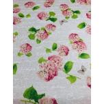 Prinditud dekoratiivkangas, linase tooni põhjal roosad hortensiad.